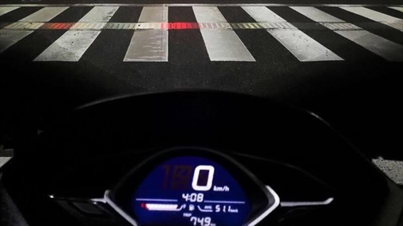 速いバイクと燃費のPCX