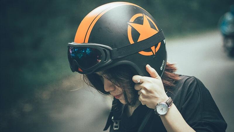 ヘルメットにスピーカー