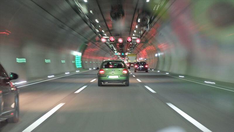 トンネル出口の危険