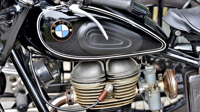 エンジンオイル添加剤の種類と効果