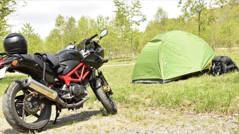 トサイトに車やバイクを横付けできるキャンプ場は少ない