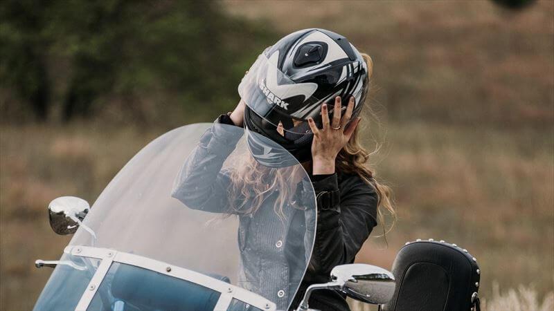 ヘルメットの適正サイズとかぶり方