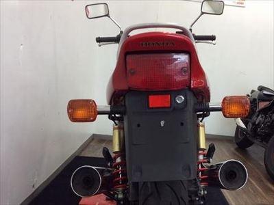 なぜ、バイクのナンバープレートはダサいのか?