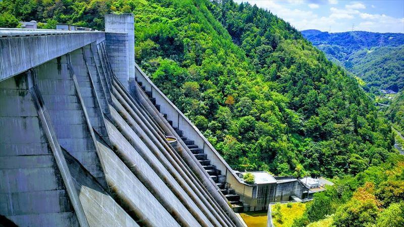 ダム(巨大建造物)