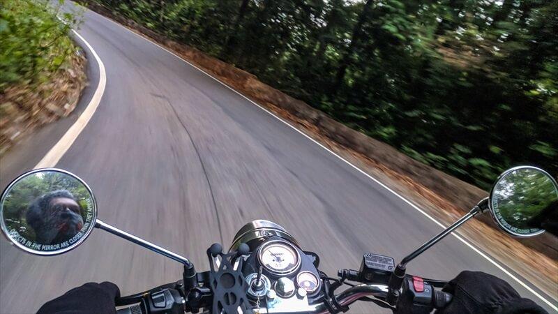 ハンドルで逃げない、ブレーキで逃げる