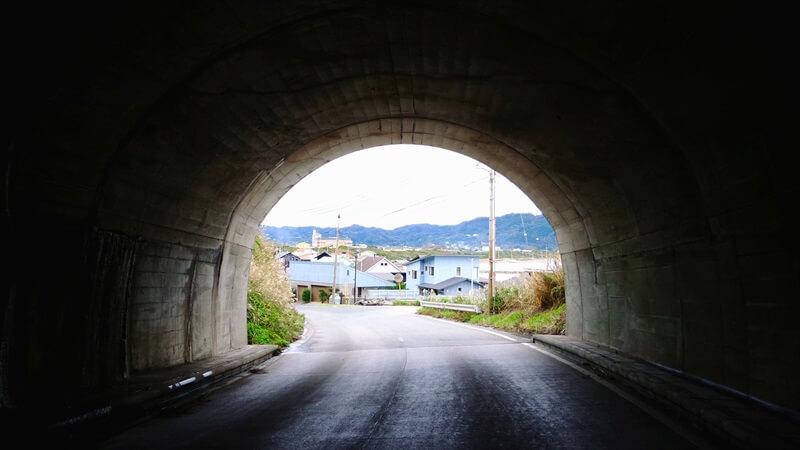 バイクだとトンネルが怖く感じる理由、事故に遭わない方法まとめ