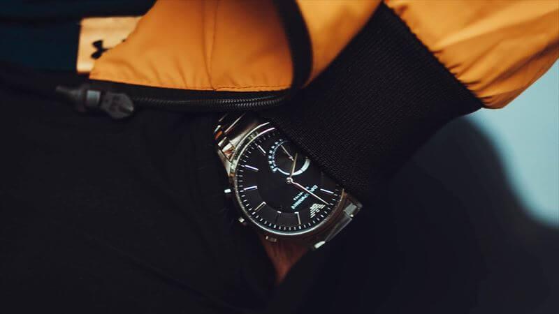 危険性が有るのに、なぜ腕時計をするのか