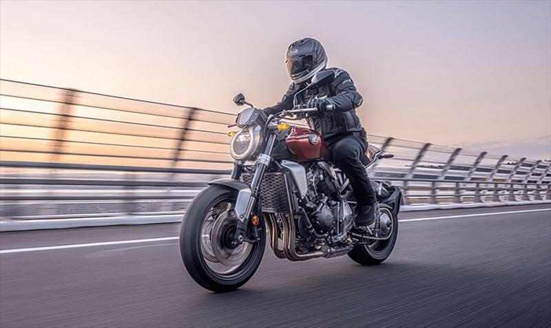 バイクは軽いので、低速トルクは不要