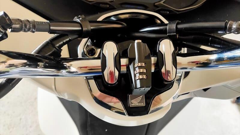 デイトナのダイヤル式ヘルメットロック