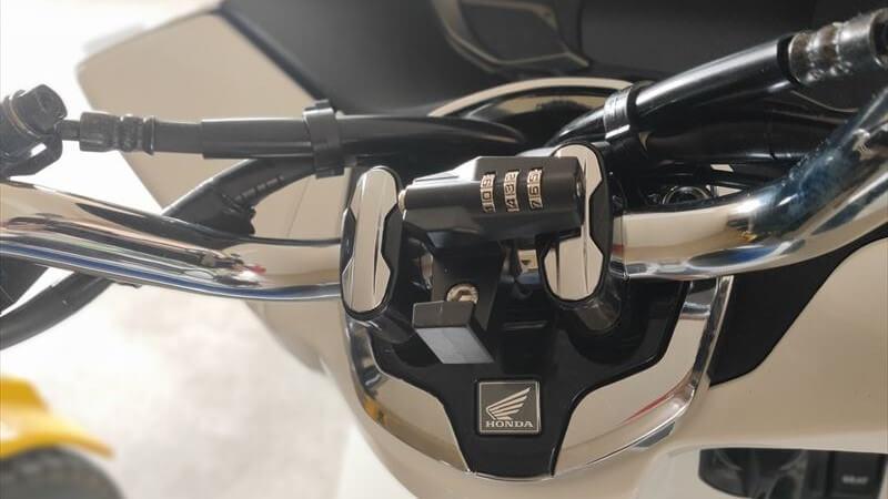 デイトナ ダイヤル式ヘルメットロックがおすすめな理由