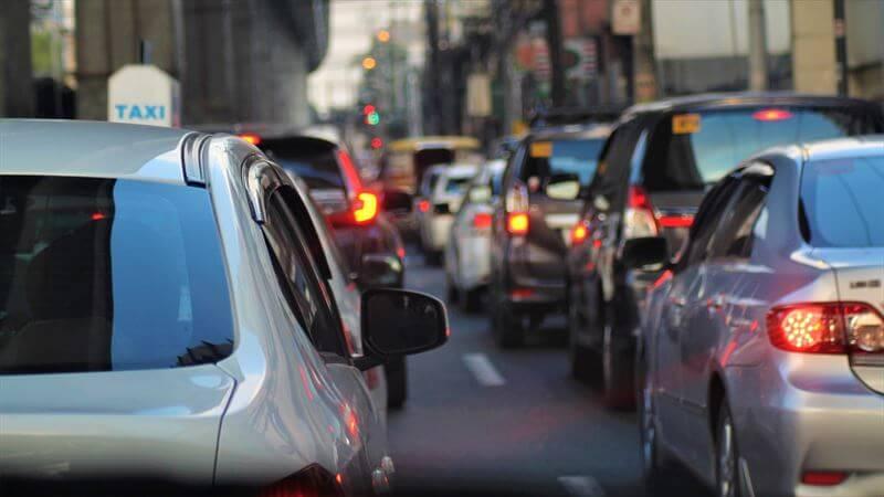 渋滞をすり抜けられる