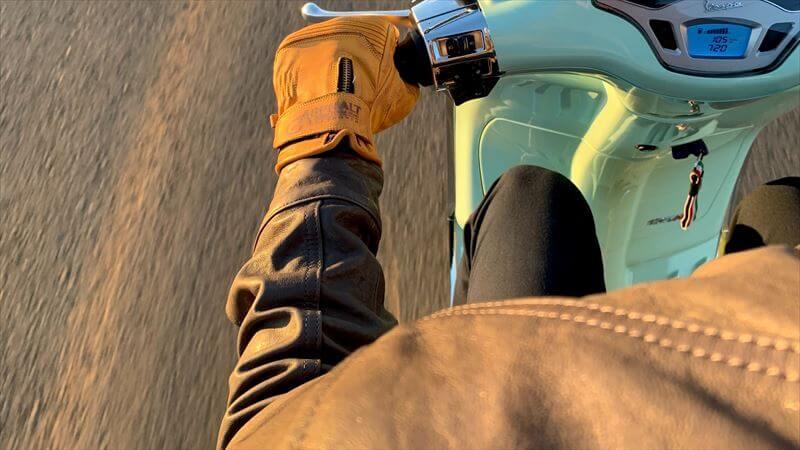 バクジャケット 革ジャンと化繊の比較