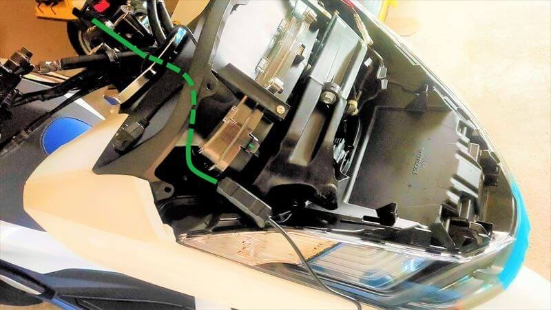USB電源のハーネス取り回し