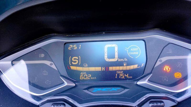 燃費は素のPCXより良いの?